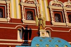 Купол часовни с скульптурой ангела и тень от scu Стоковое фото RF