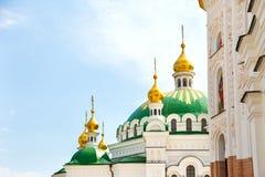 Куполы в монастыре Lavra Киева стоковое фото rf