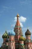 Куполы собора базилика Святого в Москве Стоковая Фотография RF