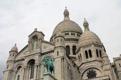 Куполы собора Sacre Coeur, Парижа, Франции стоковая фотография rf