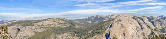 купол california нашел половинные вещи национального парка для того чтобы покрыть вверх по путю yosemite взглядов вашему Стоковое Фото