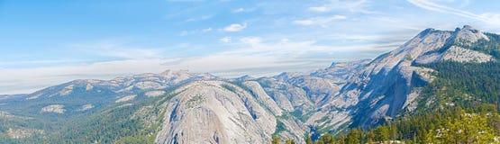 купол california нашел половинные вещи национального парка для того чтобы покрыть вверх по путю yosemite взглядов вашему Стоковое фото RF