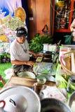 Купцы делают десерты стоковое изображение rf