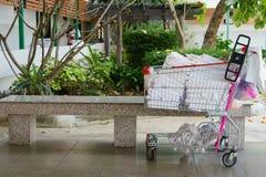 Курган положил поставки и полотенца чистки для гостиниц Стоковые Изображения RF