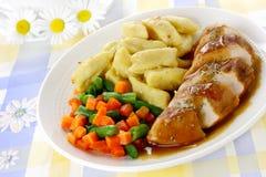 Куриная грудка с варениками картошки Стоковая Фотография RF