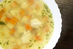 Куриный суп на таблице стоковое изображение rf