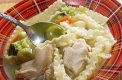 Куриный суп с лапшой и овощами Стоковые Изображения RF