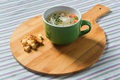 Куриный суп с овощами и лапшами Стоковые Изображения