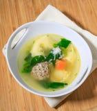 Куриный суп с фрикаделькой и tortellini Стоковые Фотографии RF