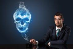 Курить бизнесмена Стоковое Изображение RF