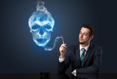 Курить бизнесмена Стоковая Фотография
