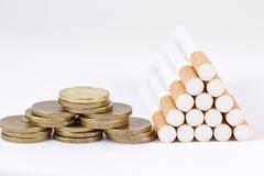 Курить непроизводительная трата денег Стоковое Изображение
