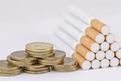 Курить непроизводительная трата денег Стоковое фото RF