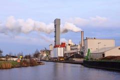 курить фабрики печной трубы промышленный Стоковое Фото