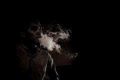 Курить человека концепции черно-белый Стоковое Изображение RF