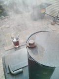 Курильщик барбекю и стекло пива Стоковые Изображения