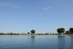 Курортный город на побережье озера Стоковое фото RF