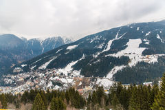 Курортный город плохое Gastein в горах зимы снежных, Австрия лыжи, земля Зальцбург Стоковые Изображения RF