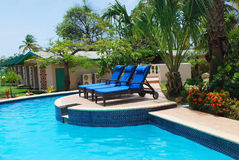 курорт бассеина гостиницы сада aruba роскошный Стоковое Фото