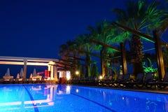 Курорт роскошной гостиницы в ноче Стоковая Фотография