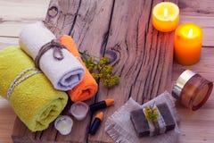 КУРОРТ с свечами, полотенцами, мылом и creams Стоковые Фотографии RF