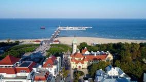 Курорт Sopot в Польше и побережье Балтийского моря с КУРОРТОМ, пристанью и пляжем сток-видео