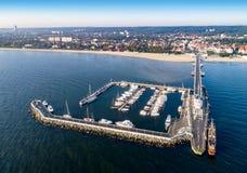 Курорт Sopot в Польше с пристанью, яхтами Марины, кораблем, пляжем Стоковое Фото