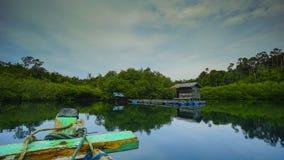 Курсировать в заливе mandeh стоковые фотографии rf
