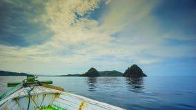 Курсировать в заливе mandeh стоковое изображение