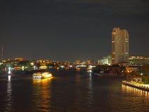 Курсировать через реку на ноче Стоковые Изображения RF