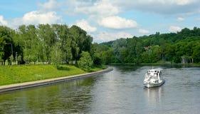 курсируя река vilnius Стоковые Изображения