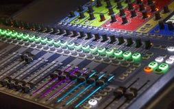 Курсор панели смесителя используемый DJ Стоковые Изображения RF