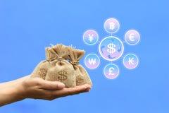 Курс валюты для концепции вклада и дела, Woma стоковые фотографии rf