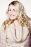 Куртка красивого портрета молодой женщины нося стоковое фото rf