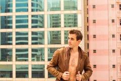 Куртка человека нося Стоковое фото RF