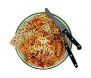 Курчавая верхняя часть плиты сыра овощей макаронных изделий Стоковые Фотографии RF