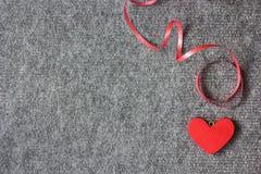 курчавая тесемка красного цвета сердца Стоковое Изображение