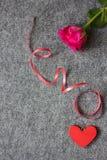 курчавая тесемка красного цвета сердца Стоковые Изображения