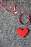курчавая тесемка красного цвета сердца Стоковые Фотографии RF