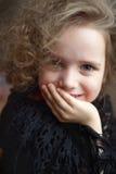 курчавый портрет девушки Стоковые Фотографии RF