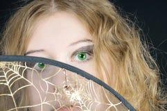 курчавый eyed зеленый цвет l девушки довольно Стоковые Фотографии RF