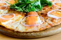 Курят salmon пицца Стоковые Изображения RF