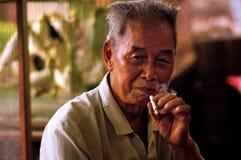Курящ в Гонконге, Китай Стоковые Фото