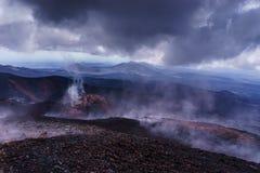 Куря наклон действующего вулкана Стоковая Фотография