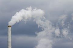 Куря промышленная печная труба Стоковая Фотография RF