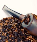 Куря труба и табак Стоковые Изображения