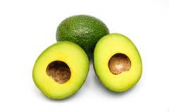 2 куска авокадоа изолированного на белизне Стоковое Изображение RF