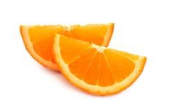 2 куска апельсина изолированного на белой предпосылке Стоковая Фотография