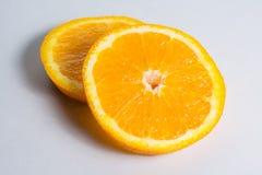 2 куска апельсина на белой предпосылке Стоковая Фотография RF