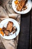 2 куска пирога на деревянной предпосылке Стоковые Фотографии RF